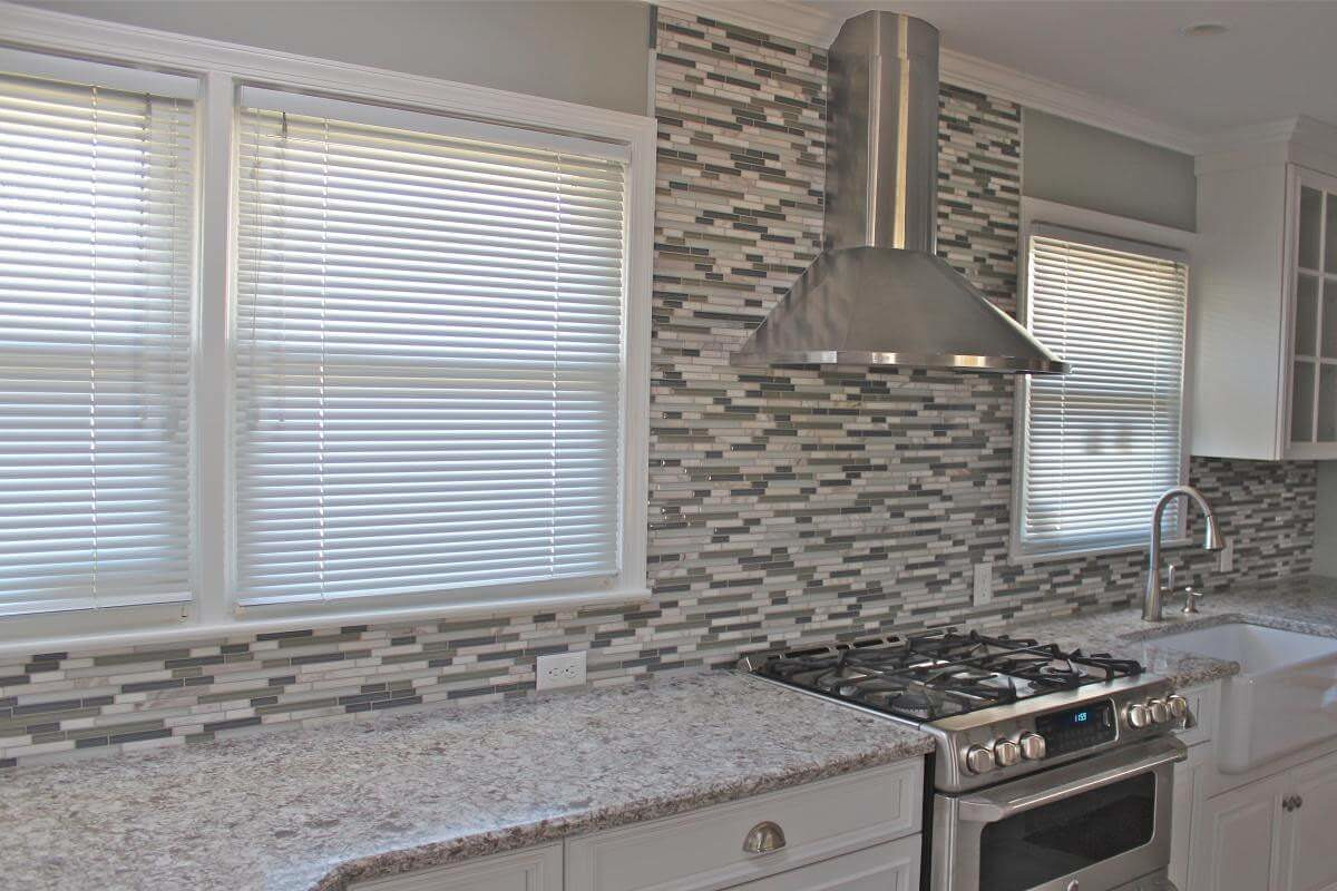 Cool-mosaic-kitchen-backsplash-color-with-white-colors