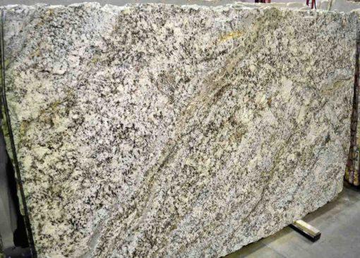 Juparana Pergaminho Granite