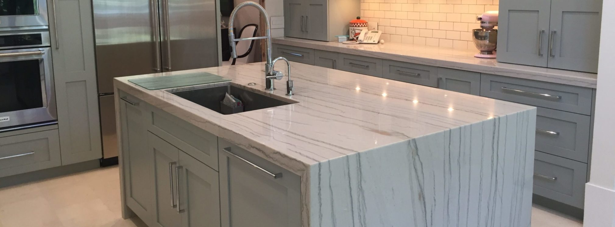 White-quartzite-for-elegant-kitchen-countertop-design-and-super-white-worldwide-stone-material-super-white-quartzite-for-kitchen-and-bathroom-countertop