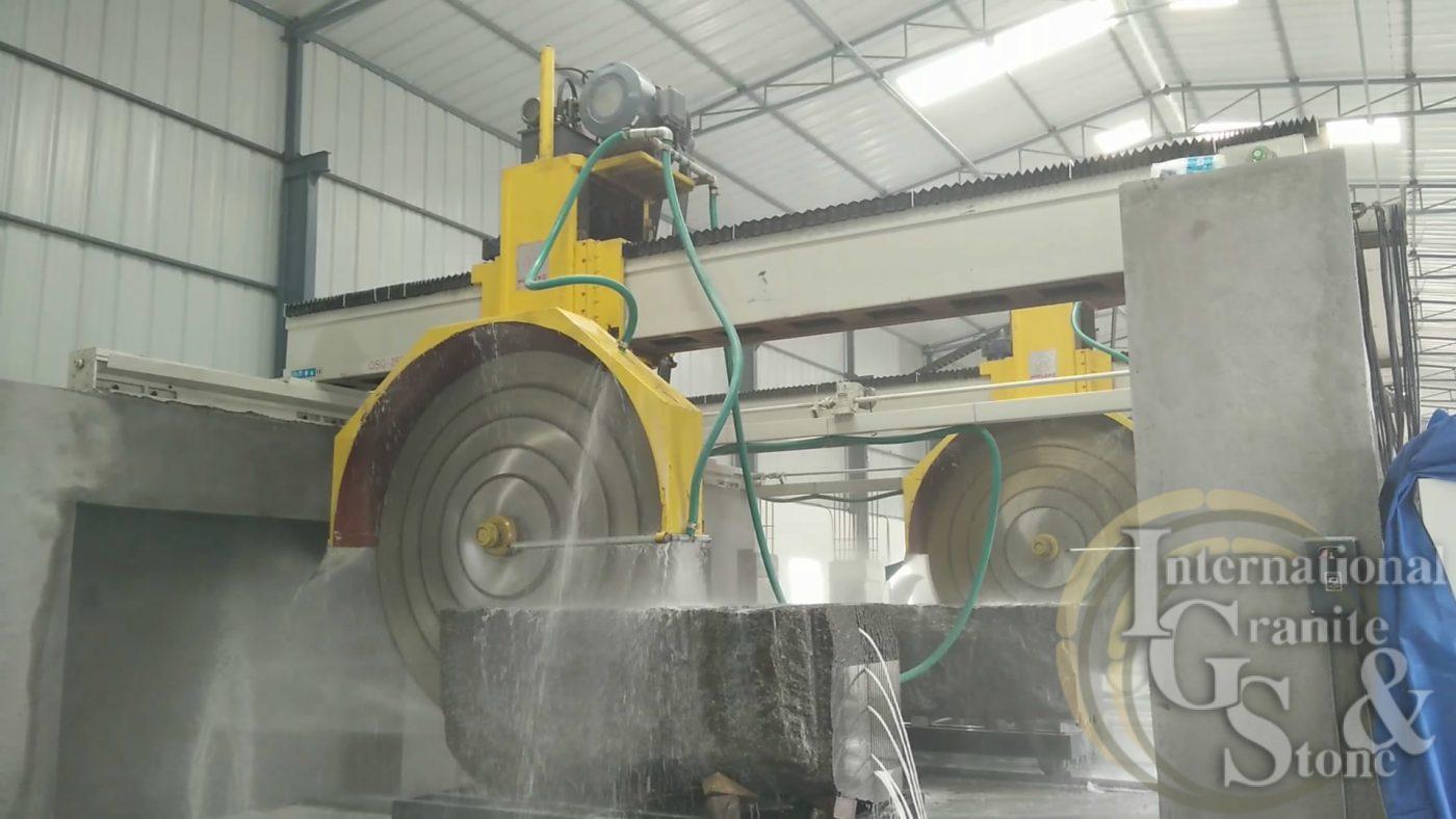 Hydraulic-lifting-type-qsq-2500-mulitblade-bridge-granite-block-cutting-machine-wanlong-block-cutter