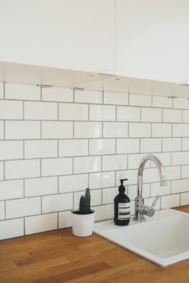 Choosing Backsplash Tiles for Your Kitchen or Bathroom