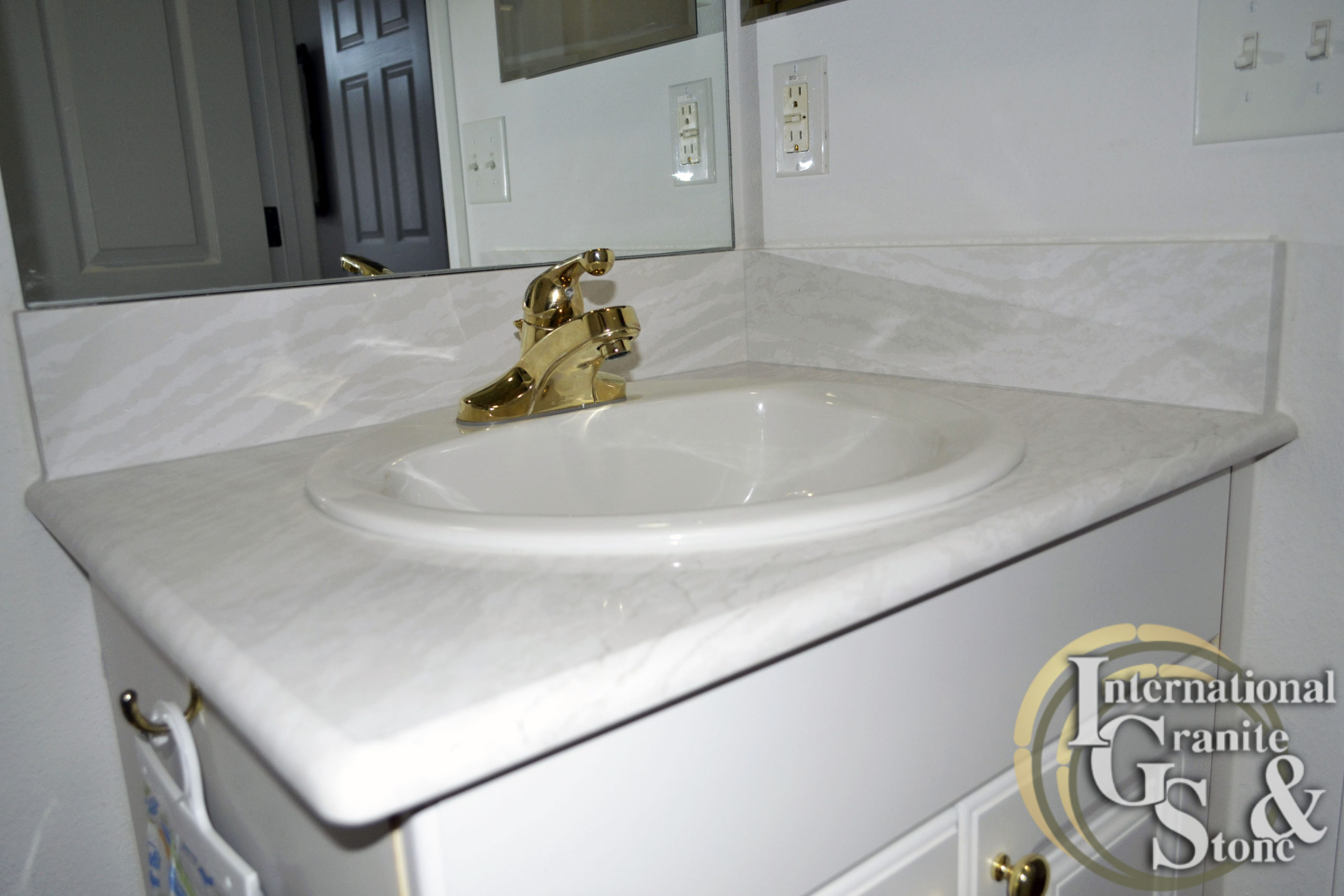 Tampa Bathroom Vanity and Backsplash of Cambria Delgatie Quartz