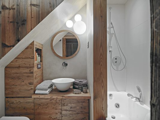 Comfy, Cozy Rustic: 7 Tips for the Perfect Rustic Bathroom
